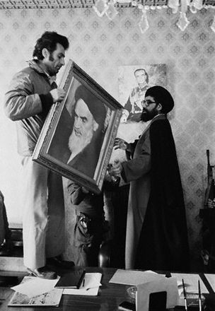 Palace Employees Hang Portrait of Khomeini After Iranian Revolution
