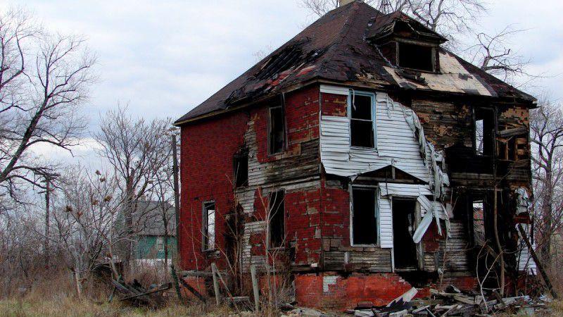 (ภาพ) บ้านทรุดโทรมหลังหนึ่งในดิทรอยต์ หนึ่งในสามของเมืองนี้เป็นบ้างว่าง