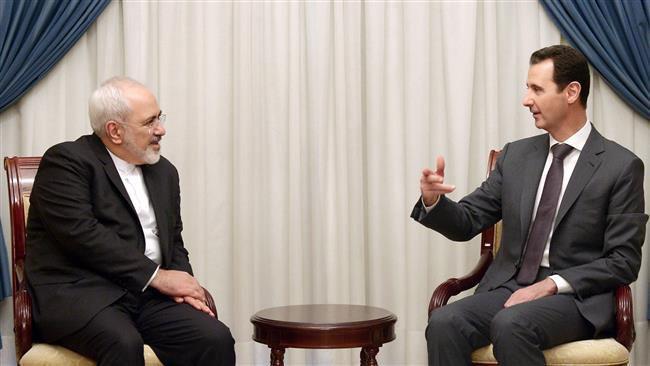 (ภาพ) ประธานาธิบดีบะชัร อัล-อัสซาด ของซีเรีย(ขวา) พูดกับนายมุฮัมมัด จาวาด ซาริฟ รัฐมนตรีต่างประเทศของอิหร่านในกรุงดามัสกัส เมื่อ 12 สิงหาคม 2015