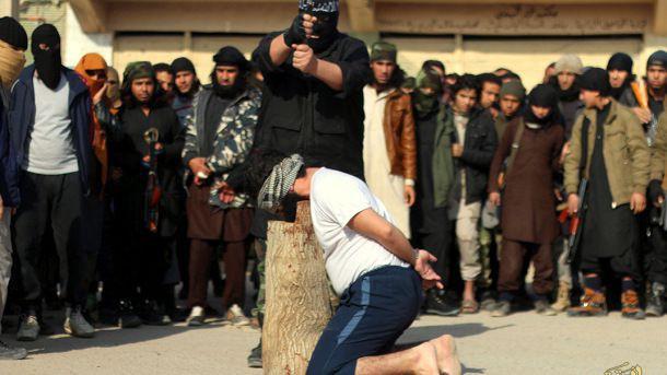 (ภาพ) ไอซิซกำลังดำเนินการยุติธรรมตามแบบฉบับรุนแรงของตนในเมืองอัล-ร๊อกเกาะฮ์ของซีเรียที่ถูกยึด