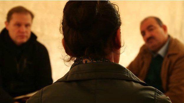 (แฟ้มภาพ เฮนิน ซึ่งถูกลักพาตัวจากเมือง Sinjar อิรัก)