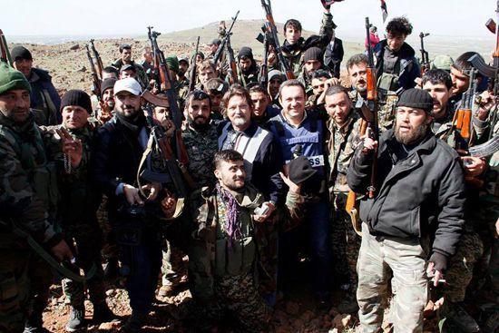 ผู้สื่อข่าว เฟอร์นันเดซ กับ นักรบฝ่ายรัฐบาลซีเรีย