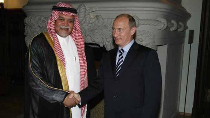 แฟ้มภาพ วลาดิเมียร์ ปูติน ประธานาธิบดีของรัสเซีย และเจ้าชายบันดัร บินสุลต่านหัวหน้าหน่วยงานความมั่นคงแห่งชาติ (ภาพ: RIA Novosti)
