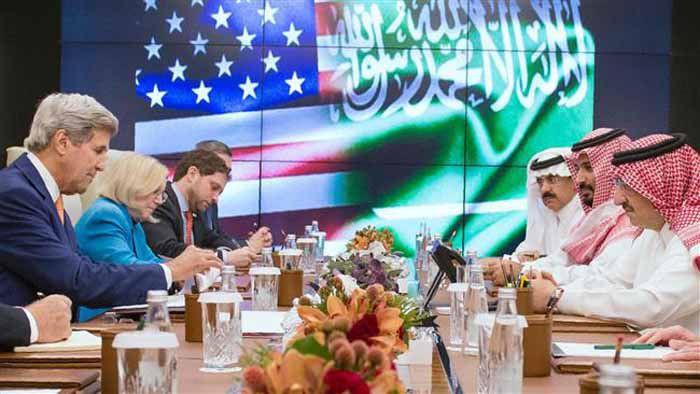 (แฟ้มภาพ  การพบปะระหว่าง จอห์น เครี่ รัฐมนตรีต่างประเทศอเมริกา กับมุฮัมมัด บิน นาเยฟ มกุฎราชกุมารและรัฐมนตรีมหาดไทยซาอุดิอาระเบีย  และมุฮัมมัด บิน ซัลมาน รัฐมนตรีกลาโหมซาอุดิอาระเบีย  ณ เมือง ญิดดะห์ ซาอุดิอาระเบีย )