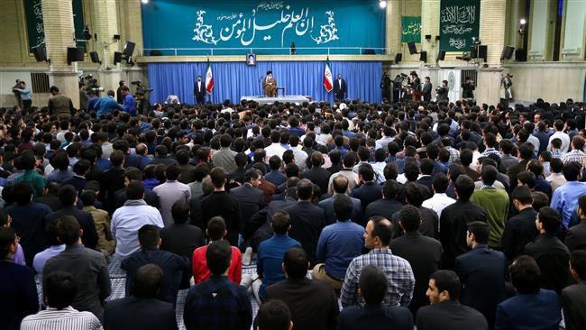 อัจฉริยชนและปัญญาชนของชาติเข้าพบผู้นำการปฏิวัติอิสลามเมื่อเช้าวันพุธที่ 19  ตุลาคม